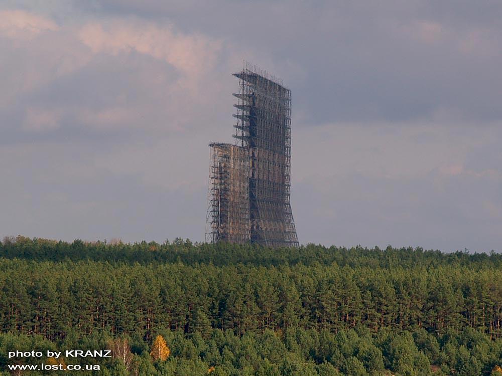 """Загоризонтальная РЛС Дуга , называется.  Сразу вспоминаются  """"башни противобаллистической защиты """" из фильма  """"Обитаемый..."""