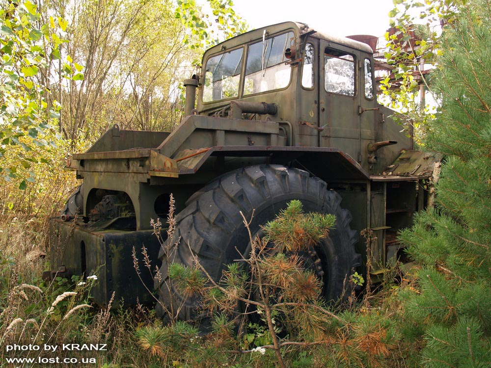 Военная техника в Чернобыльской зоне отчуждения.